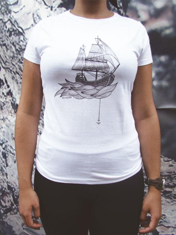 tshirt-boat-woman